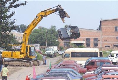 北京:黑车车主拒绝接受处罚车辆蒋被解体