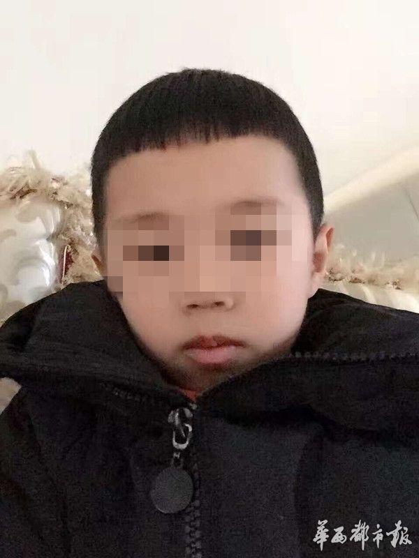资阳5岁男孩被运渣车撞死 坐月子妈妈寻目击者(图)