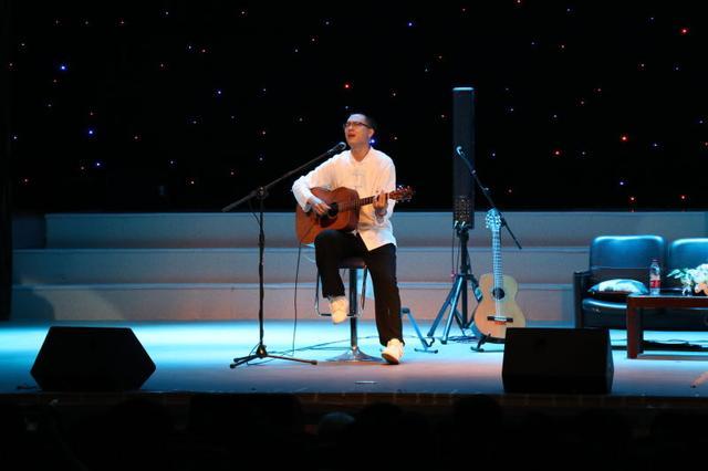独立音乐人树子与川外成都学院学生分享音乐之旅