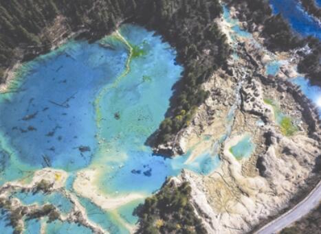 九寨沟恢复开放 迎来震后首批游客767人次