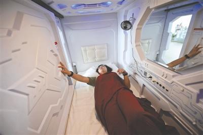 """成都现""""共享睡舱"""":扫码入住 按时计费(图)"""