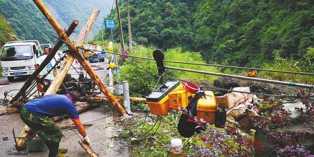 四川山体塌方阻断唯一道路 400米索道送进食物药品