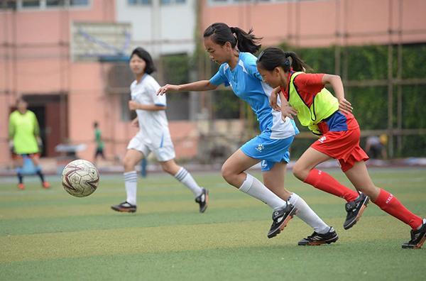 小学足球队拿下全国亚军 教练担心球员流失