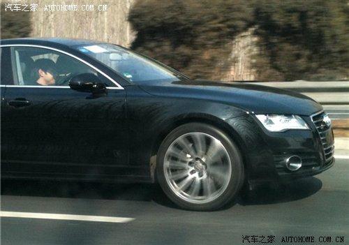 近日,汽车之家网友在京沈高速上拍到了一组奥迪A1和A7的路试谍高清图片