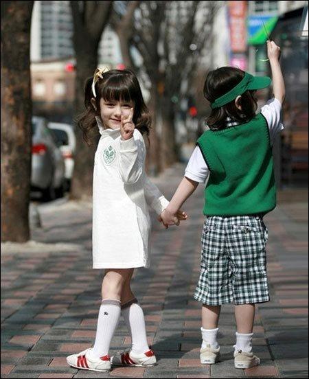 韩美混血双胞胎小萝莉(组图)