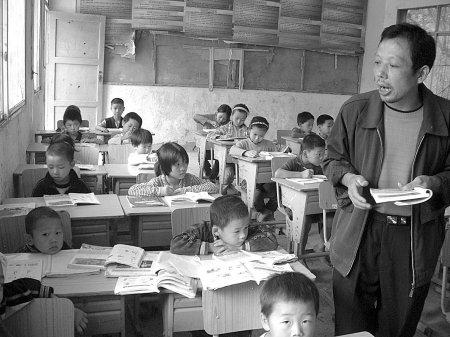 广安最牛代课老师 一个人教授全校课程(图)