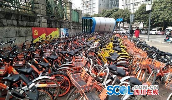 成都共享单车已有142万辆 重点路段超量投放严重