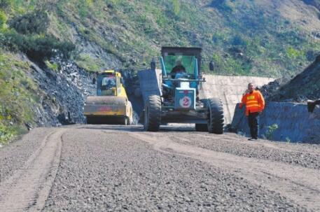雅西高速瓦厂坪大桥实施交通管制 应急车道15日开通