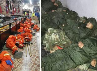 茂县灾区救援官兵以地为席 倒地就睡