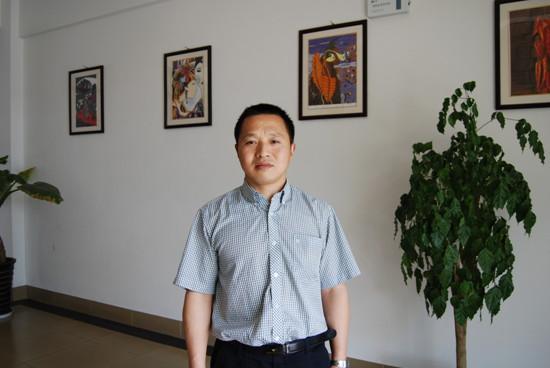 敖平中学校长郭远林:最美女教师要热爱生活