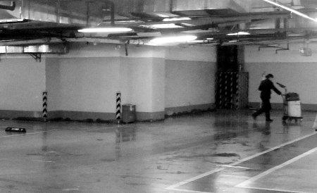 地下停车场里汽车天然气泄漏 酿成一场险情高清图片