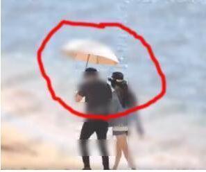 李晨带范冰冰散步 一个细节被网友骂是木头人