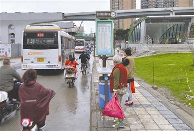成都公交明年将引入二维码支付 车内将设电子线路牌
