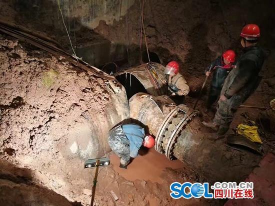 广安受损水管施工难度极大 全城停水扩至12小时(图)