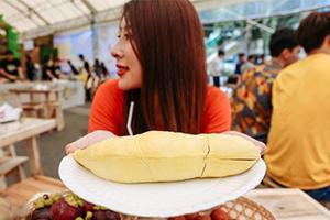 在泰国水果节吃榴莲自助餐 只要80元就能吃到饱