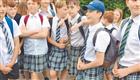 英国男生穿裙子上学