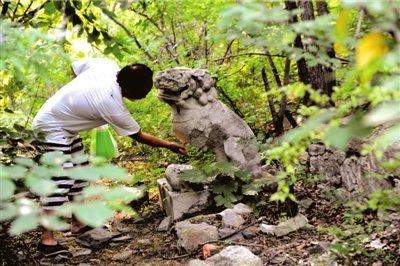 北京市香山法海寺古墓遭破坏 疑遭盗掘(图)