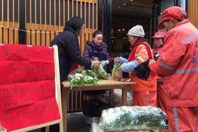 德阳菜农400多万斤萝卜滞销 餐厅老板一天买5万斤