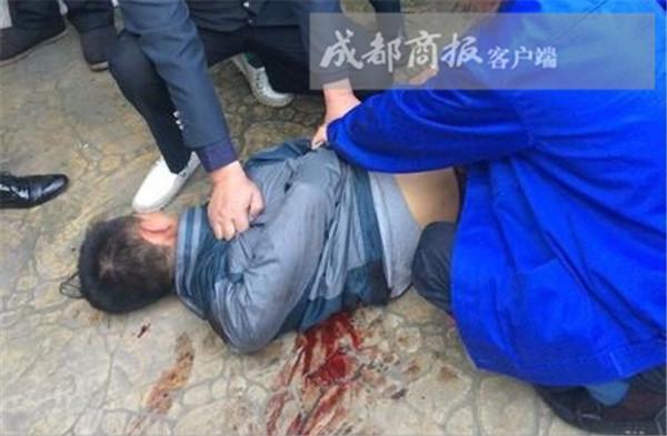 乐山女子全身13处刀伤 犯罪嫌疑人前男友当场被擒(图)