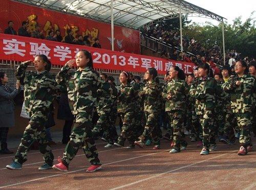 成都七中实验学校新生军训 阅兵仪式展风采图片