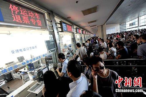 火车票下调退票费 中国动车组将实行互联网售票