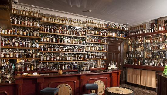 英酒店收藏上千种威士忌酒 刷新吉尼斯世界纪录