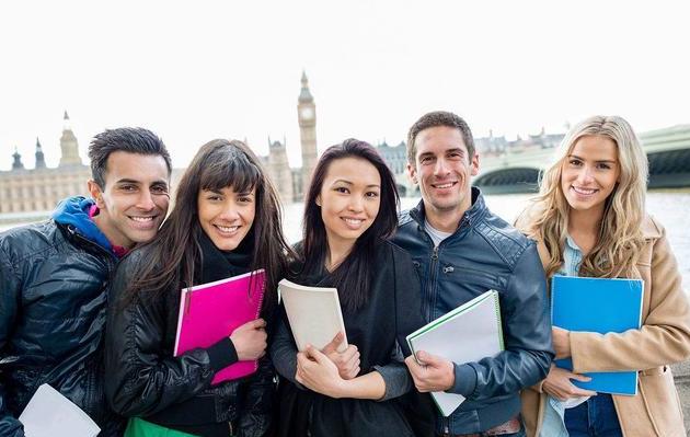 网传某留学生毕业回国月薪只有5000 引网友热议