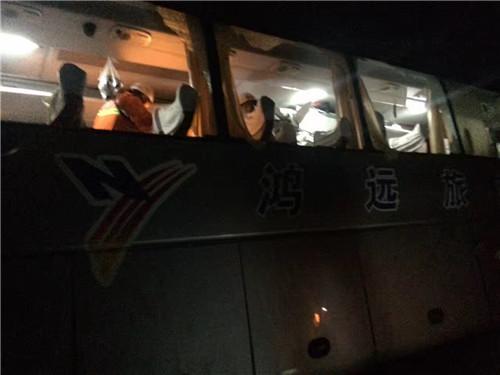 导游5次重返塌方区勇救6人 看到上百个未接来电时哭了