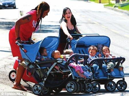 无力养活8胞胎 美国母亲考虑拍成人电影