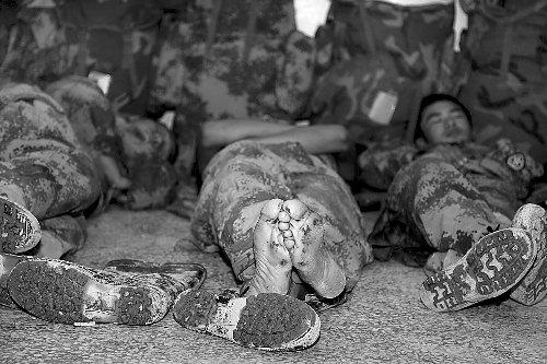 军人宿舍睡觉图片