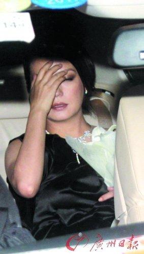 赵薇被爆因婚变急于复出 写微博称已睡眠失常