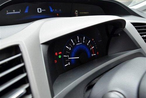 汽车频道 热车对比 正文  方向盘上配有多功能按键,其中左右两个按键