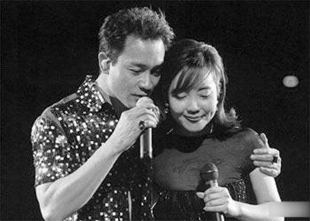 8月21日演唱会 辛晓琪将《深情相拥》致敬哥哥