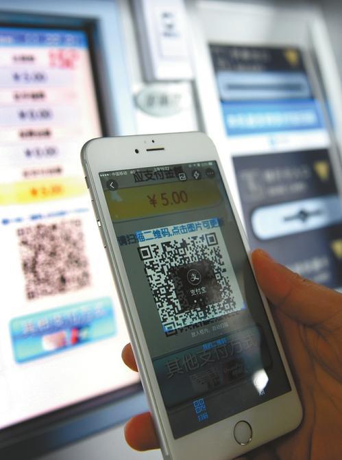 成铁自动和人工售票新变化:乘客买火车票可手机支付