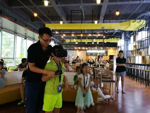 科技探索之旅DAY2:机器人与VR的双重震撼体验