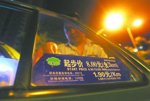 10日零时起气价上调 成都出租车进入8元时代