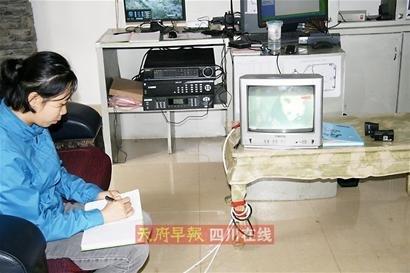 """卧龙传来好消息:""""海归""""大熊猫生下双胞胎"""