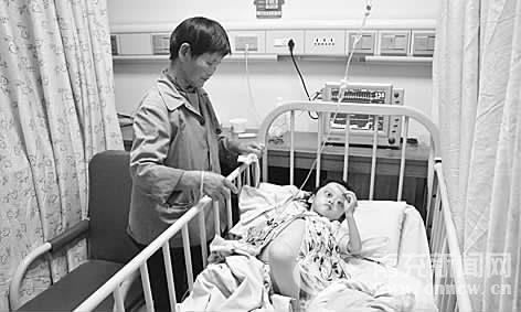 南充四岁女童患罕见病 全国类似病例仅百余例(图)