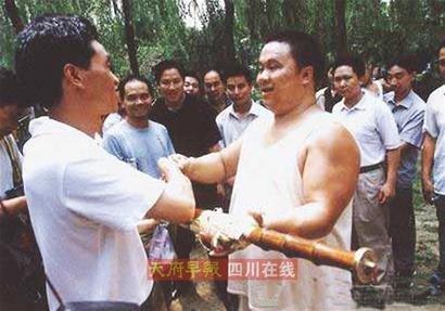 许成钧:重剑铸传奇  宝剑赠英雄