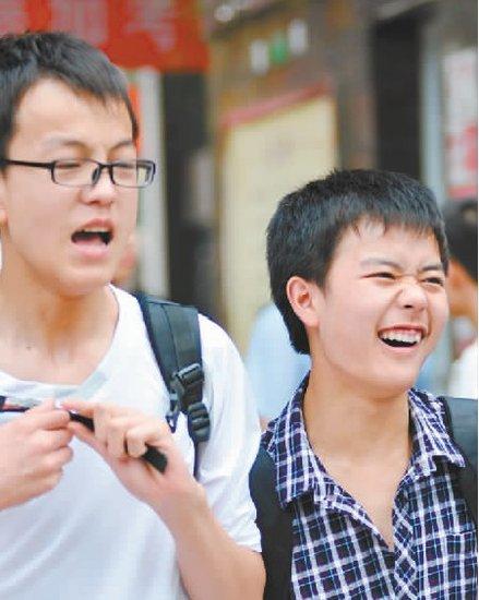 """中考:数学""""做得想笑"""" 英语""""就像练习"""""""