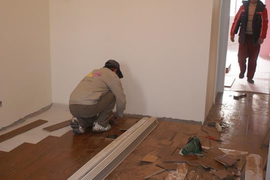 装修先铺地板还是先装门 这些事情你要明白