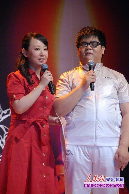 盲人歌手杨光举办爱心签唱会 好友李琛助阵
