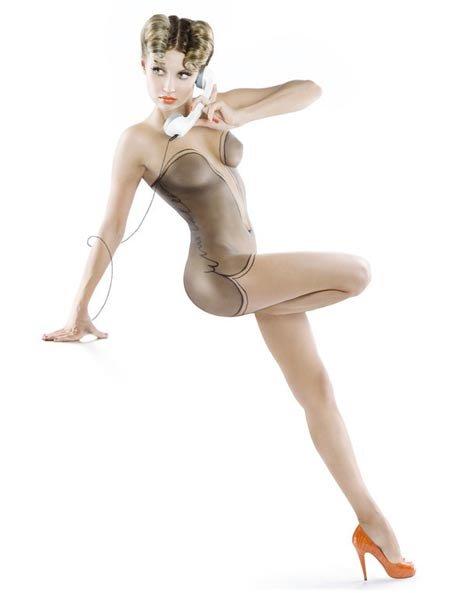 俄罗斯美女全身彩绘半透明内衣