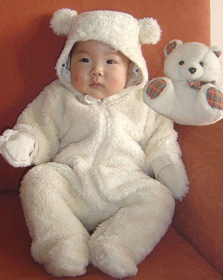 儿童节将近 父母为宝宝选漂亮新衣安全第一