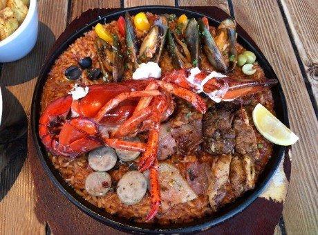 吃一顿艳丽的西班牙海鲜饭 龙虾超大只