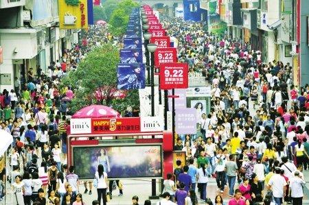 成都中秋小长假第二天 30多万市民近郊游