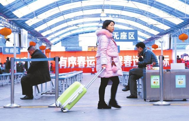 成都火车北站启用临时候车大棚 无线WIFI敞用