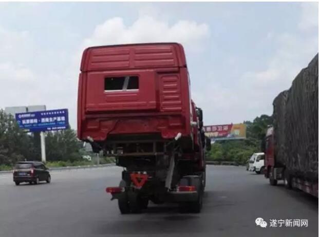 遂宁一货车叠罗汉上高速被查 司机给民警塞红包求放过