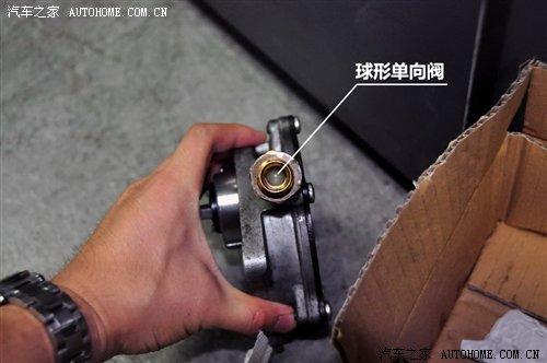 当平衡被驾驶员的制动动作打破时,管路内的气压与外界相近,一直保持图片