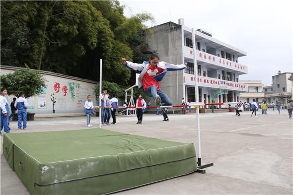 """学校依校建""""宫""""融合天府文化 打造少年快乐成长乐园"""